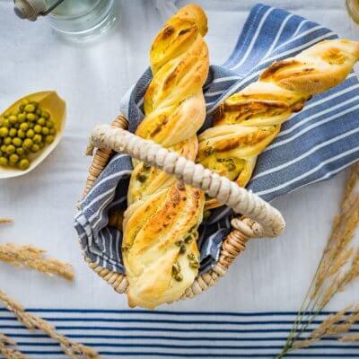 Drożdżówki z serem i groszkiem