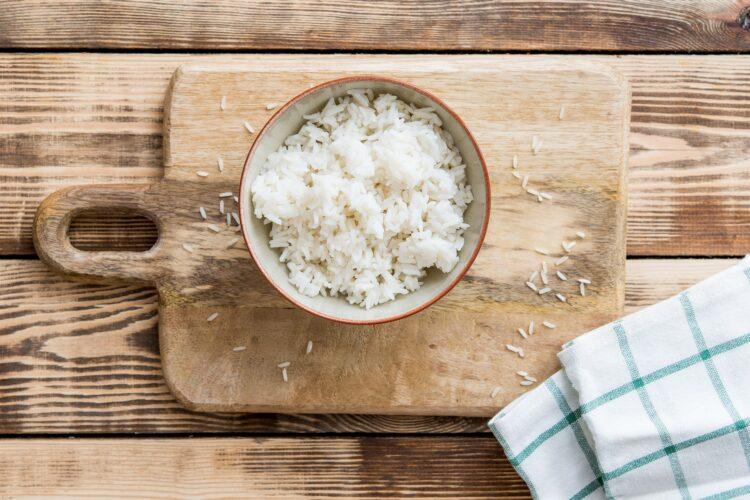 Sałatka ryżowa z wędzonym kurczakiem i czerwoną fasolą z curry - Krok 3