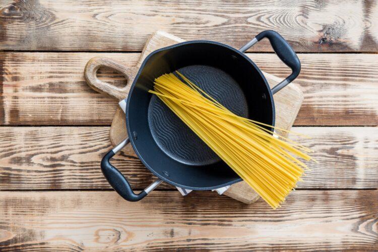 Spaghetti z pulpecikami wołowymi, selerem naciowym, marchewką i czarną fasolą - Krok 3