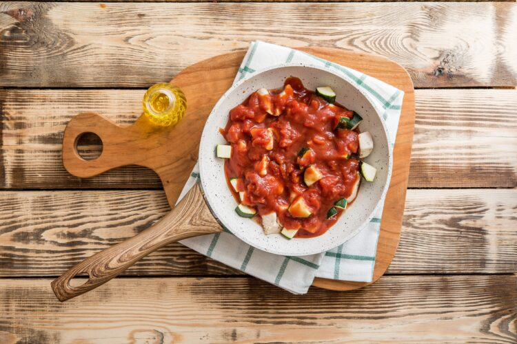 Cukinia w pomidorach z kurczakiem i ryżem - Krok 3