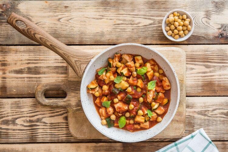 Cukinia w pomidorach z kurczakiem i ryżem - Krok 4
