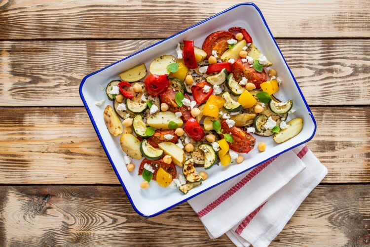 Grecka zapiekanka z cukinią, serem feta i cieciorką - Krok 4