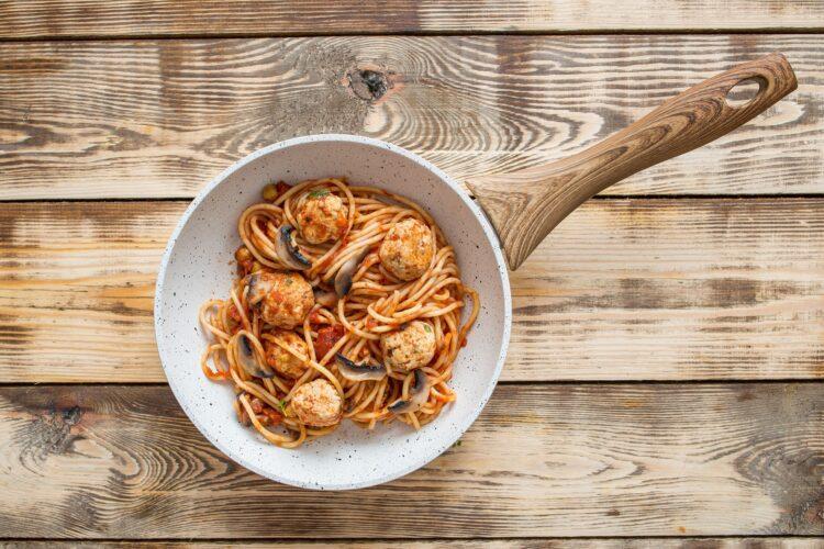 Lekkie klopsiki w sosie pomidorowym z cieciorką - Krok 5