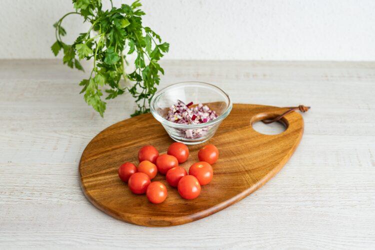 Turecka sałatka z kaszą, pieczonym bakłażanem i cieciorką - Krok 3