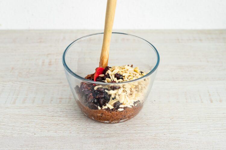 Brownie z cieciorki z żurawiną i migdałami - Krok 3