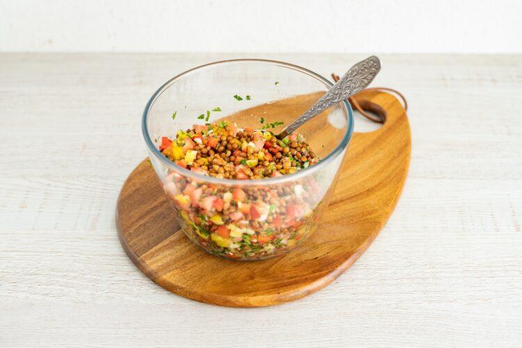 Sałatka z soczewicy z pomidorami i papryką - Krok 4