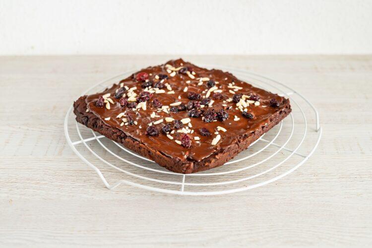 Brownie z cieciorki z żurawiną i migdałami - Krok 4