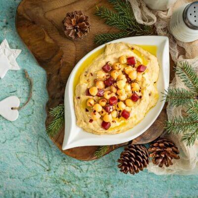 Hummus z pieczonym czosnkiem i ostrą papryką
