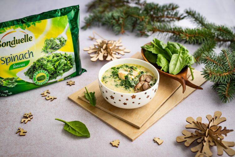 Zupa rybna z grzybami i szpinakiem