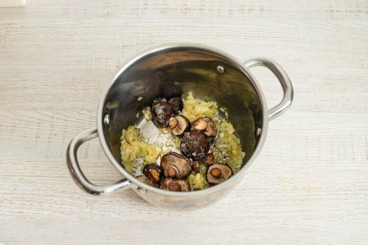 Zupa rybna z grzybami i szpinakiem - Krok 1