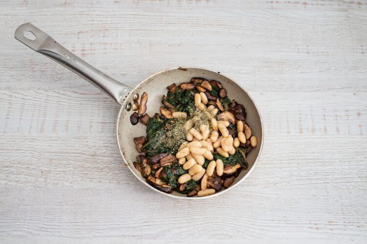Kulebiak ze szpinakiem, grzybami i fasolą - Krok 2