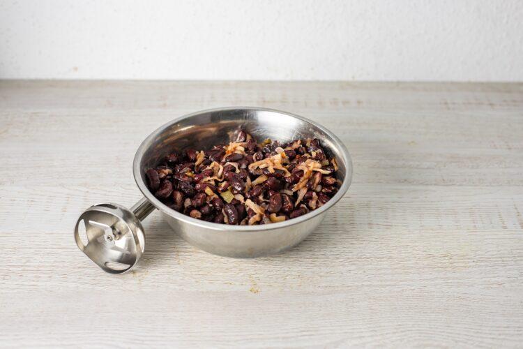Pasztet z czerwonej fasoli z pieczonym czosnkiem, żurawiną i rozmarynem - Krok 3