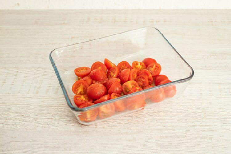 Minestrone z pomidorami, czerwoną fasolą i makaronem warzywnym - Krok 1