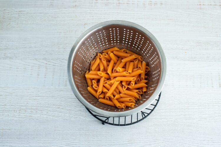 Krem z pomidorów z makaronem z soczewicy i marchewki - Krok 2
