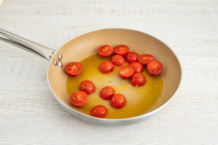 Bakłażany faszerowane pomidorami i makaronem z cieciorki i kukurydzy - Krok 3