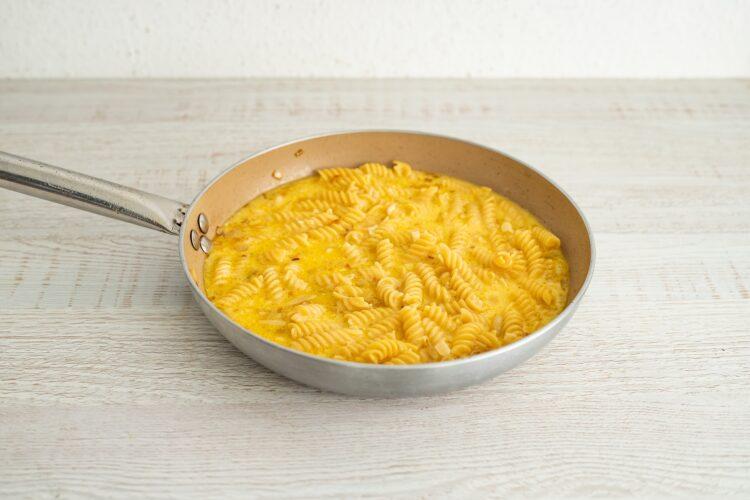 Frittata z makaronem warzywnym, pomidorami i ricottą - Krok 4