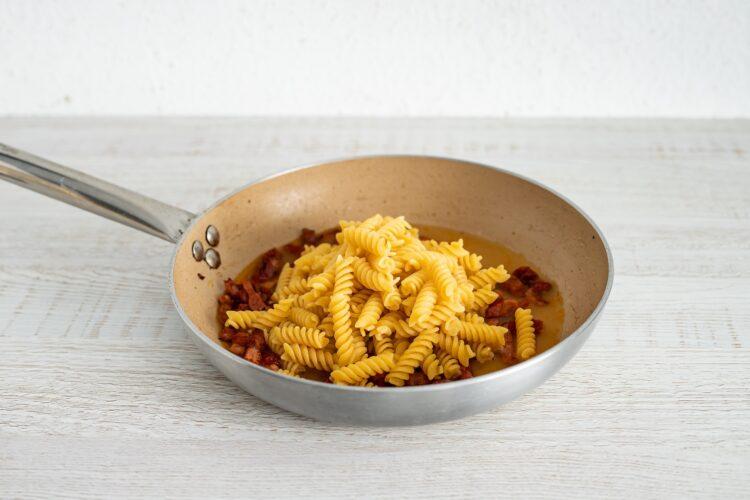 Carbonara z suszonymi pomidorami - Krok 4
