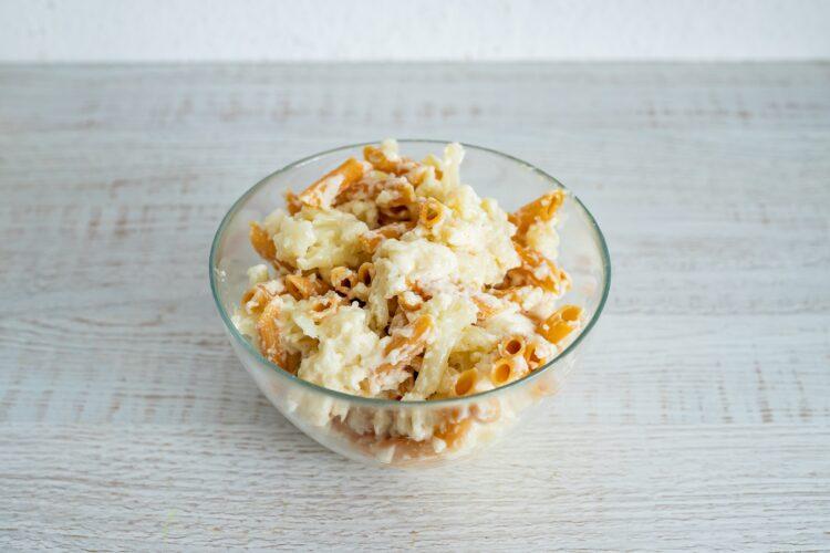 Kalafior zapiekany w sosie serowym z makaronem z soczewicy i marchewki - Krok 4