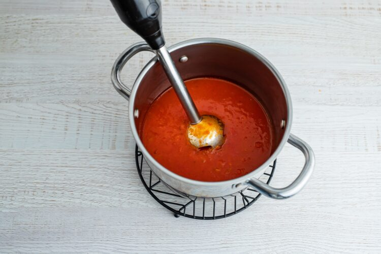 Krem z pomidorów z makaronem z soczewicy i marchewki - Krok 4