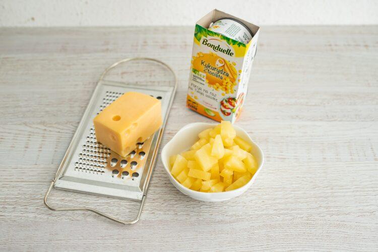 Sałatka królewska z kurczakiem i makaronem z cieciorki i kukurydzy - Krok 4