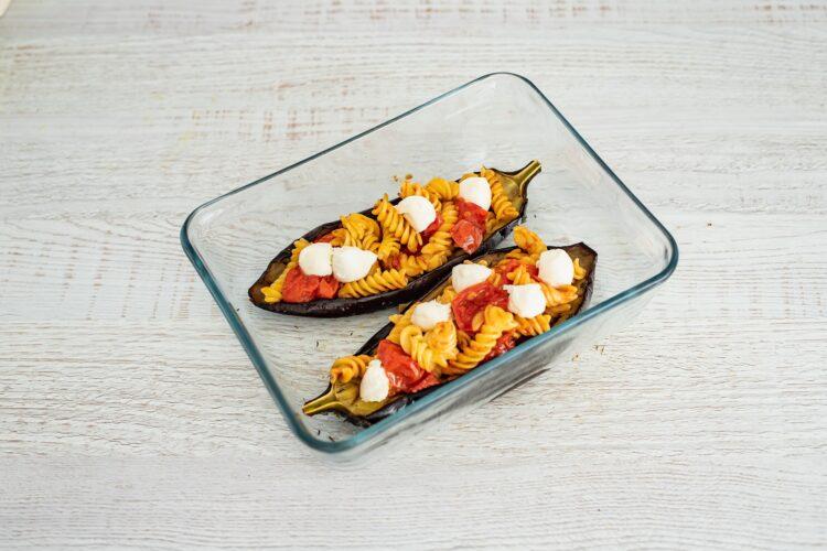Bakłażany faszerowane pomidorami i makaronem z cieciorki i kukurydzy - Krok 5