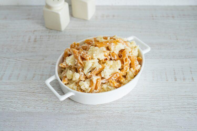 Kalafior zapiekany w sosie serowym z makaronem z soczewicy i marchewki - Krok 5
