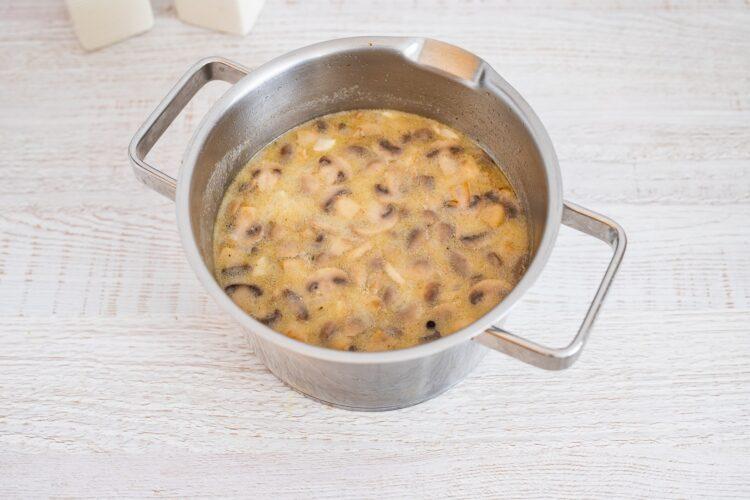 Zupa pieczarkowa na żurku z makaronem z soczewicy i marchewki - Krok 5
