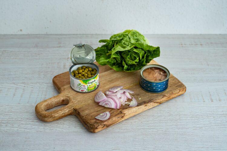 Sałatka nicejska z makaronem z groszku i cukinii - Krok 5