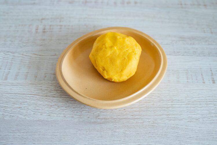 Mazurek pomarańczowy z kremem chałwowym - Krok 1