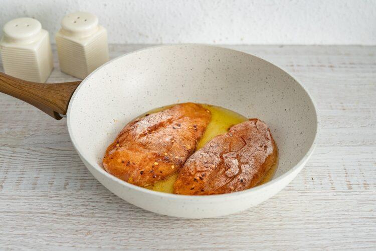 Kukurydziany kurczak w sosie śmietanowym - Krok 1