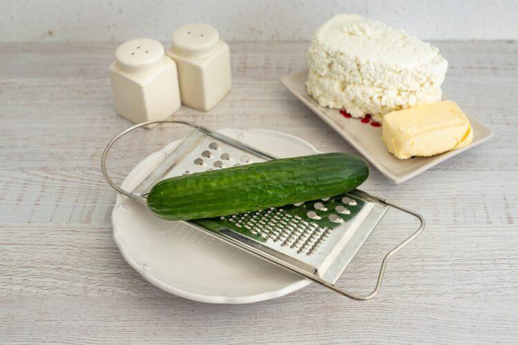 Wytrawna pascha z ogórkiem, ziołami i kukurydzą - Krok 1