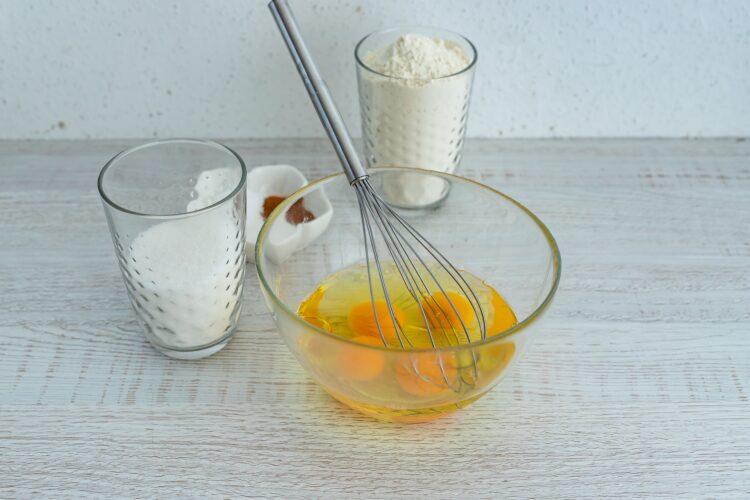 Ciasto marchewkowo-kukurydziane z białą czekoladą - Krok 2