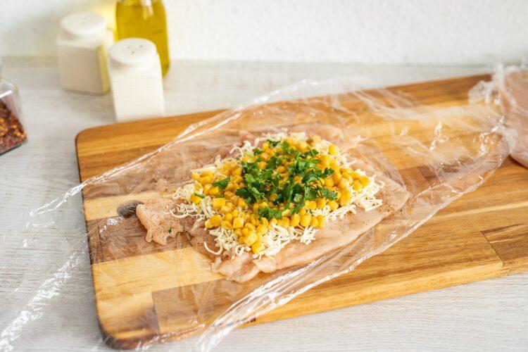 Roladki z kurczaka z mozzarellą i kukurydzą w szynce parmeńskiej - Krok 2