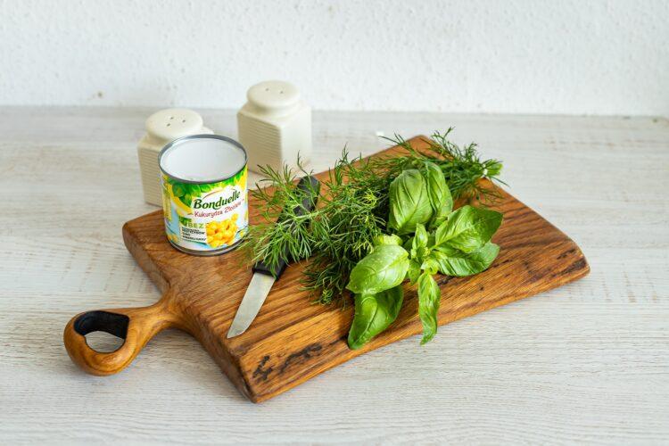 Wytrawna pascha z ogórkiem, ziołami i kukurydzą - Krok 2