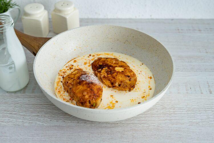 Kukurydziany kurczak w sosie śmietanowym - Krok 3