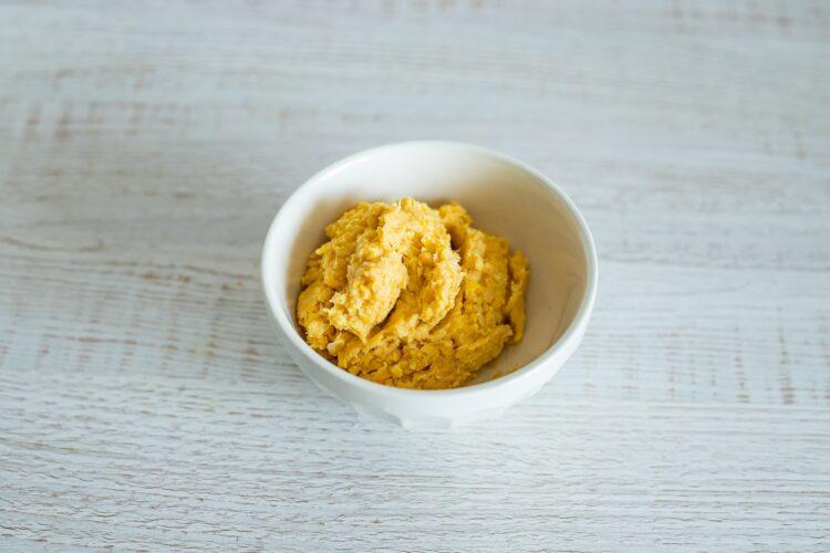 Jajka wegańskie na sałacie z rzodkiewką - Krok 4