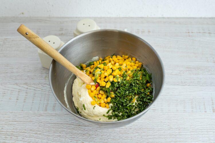 Wytrawna pascha z ogórkiem, ziołami i kukurydzą - Krok 4