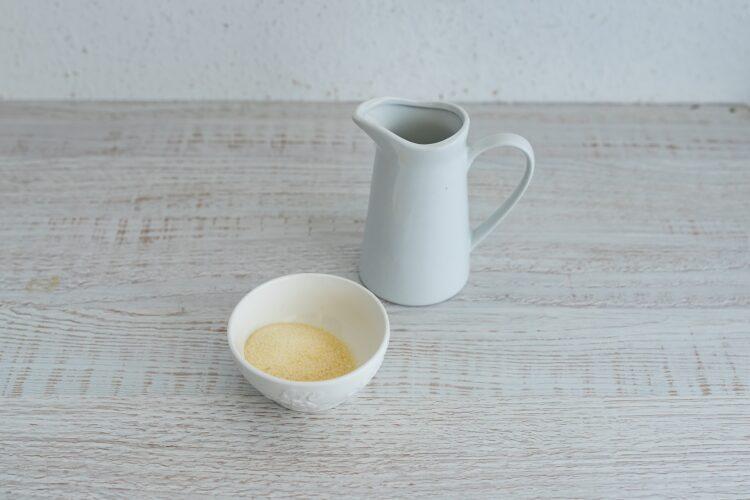 Waniliowy sernik na zimno z karmelizowaną kukurydzą i migdałami - Krok 4