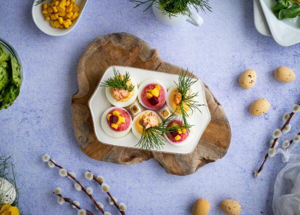 Kolorowe faszerowane jajka