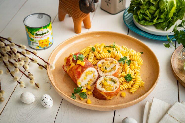 Roladki z kurczaka z mozzarellą i kukurydzą w szynce parmeńskiej