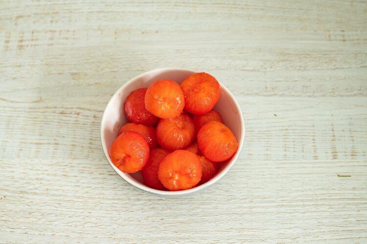 Kurczak w sosie curry z pomidorami i fasolą - Krok 1