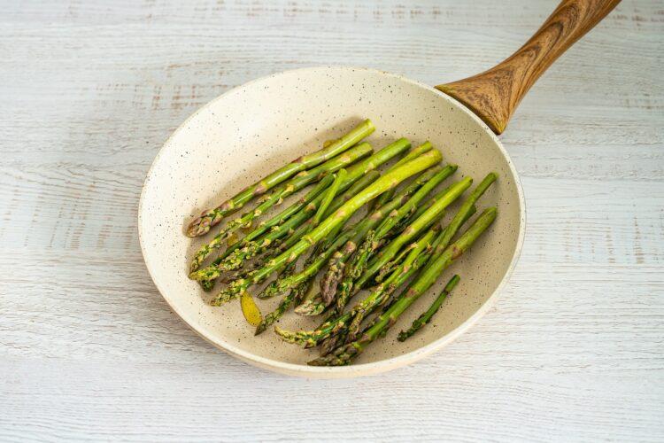 Wrapy naleśnikowe z chrupiącymi warzywami - Krok 2