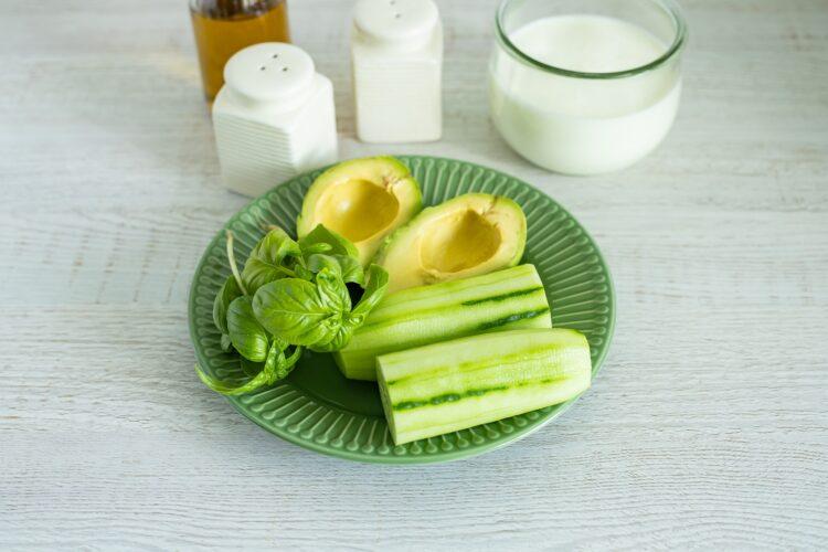 Chłodnik z ogórka i awokado z kukurydzą - Krok 2