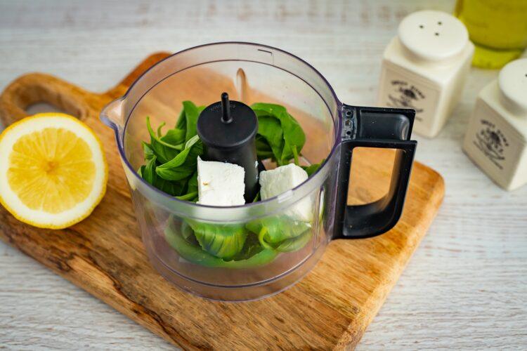 Sałatka makaronowa z grillowanymi warzywami, fetą i bazyliowym dressingiem - Krok 3
