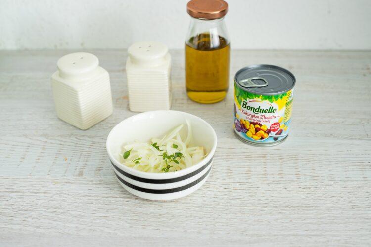 Szaszłyki z kurczaka z sałatką z kukurydzy i fasoli - Krok 4