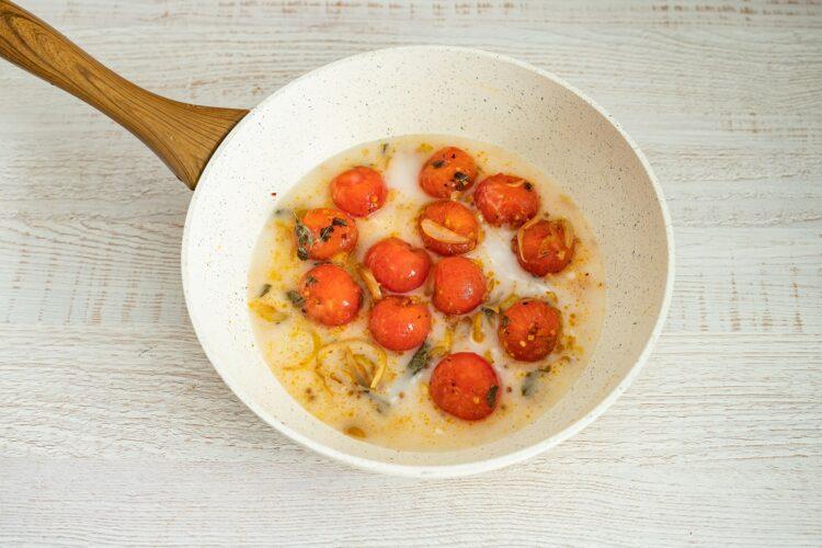 Kurczak w sosie curry z pomidorami i fasolą - Krok 4