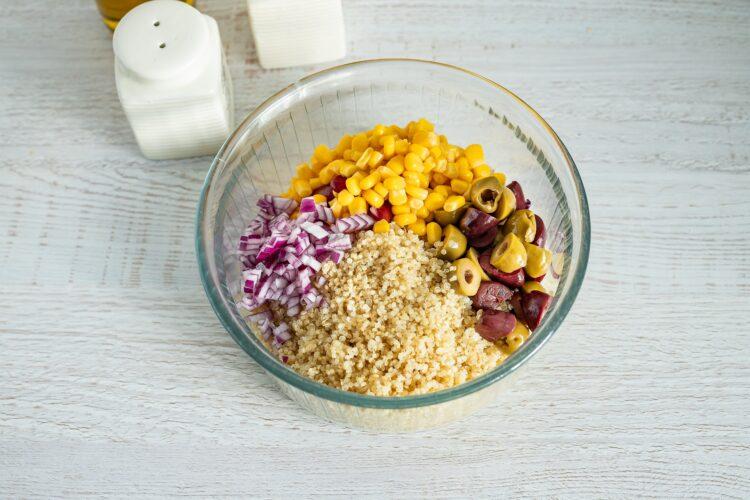 Meksykańska sałatka z quinoa z pomidorowym dressingiem - Krok 4