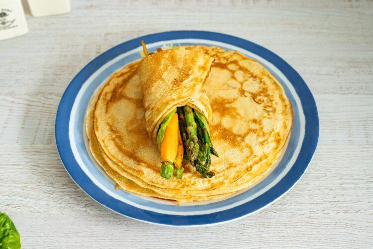 Wrapy naleśnikowe z chrupiącymi warzywami - Krok 5