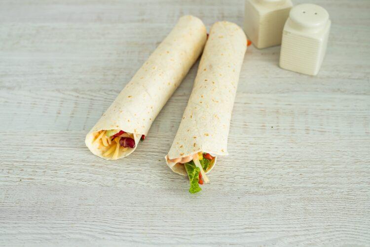 Roladki z tortilli z grillowaną papryką, serem i kukurydzą z fasolką - Krok 5