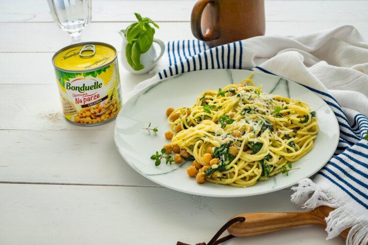 Spaghetti z cieciorką i szpinakiem